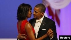 奧巴馬總統和第一夫人米歇爾參加就職舞會