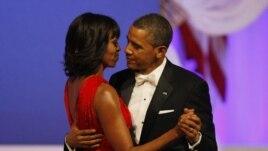 Predsednik Obama i prva dama Mišel Obama plešu na balu Vrhovnog komandanta oružanih snaga, u Vašingtonu