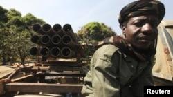 Một binh sĩ của nước Chad thuộc Lực lượng Đa quốc có mặt ở thị trấn Damara cách thủ đô Bangui của Cộng Hòa Trung Phi khoảng 75 km về hướng bắc