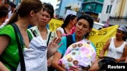 Phụ nữ ở San Jose, Costa Rica tuần hành cùng với con nhỏ yêu cầu được nghỉ hộ sản lâu hơn 18/1/13