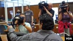 Tersangka anggota Al-Qaida, Rami Makanesi di pengadilan Frankfurt, Senin (9/5).