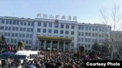 黑龍江雙鴨山數萬礦工及家屬一連數日遊行(博訊、參與者及網民圖片)