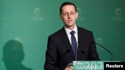匈牙利财政部长沃尔高在布达佩斯举行的一个商业会议上讲话。(2020年3月10日)