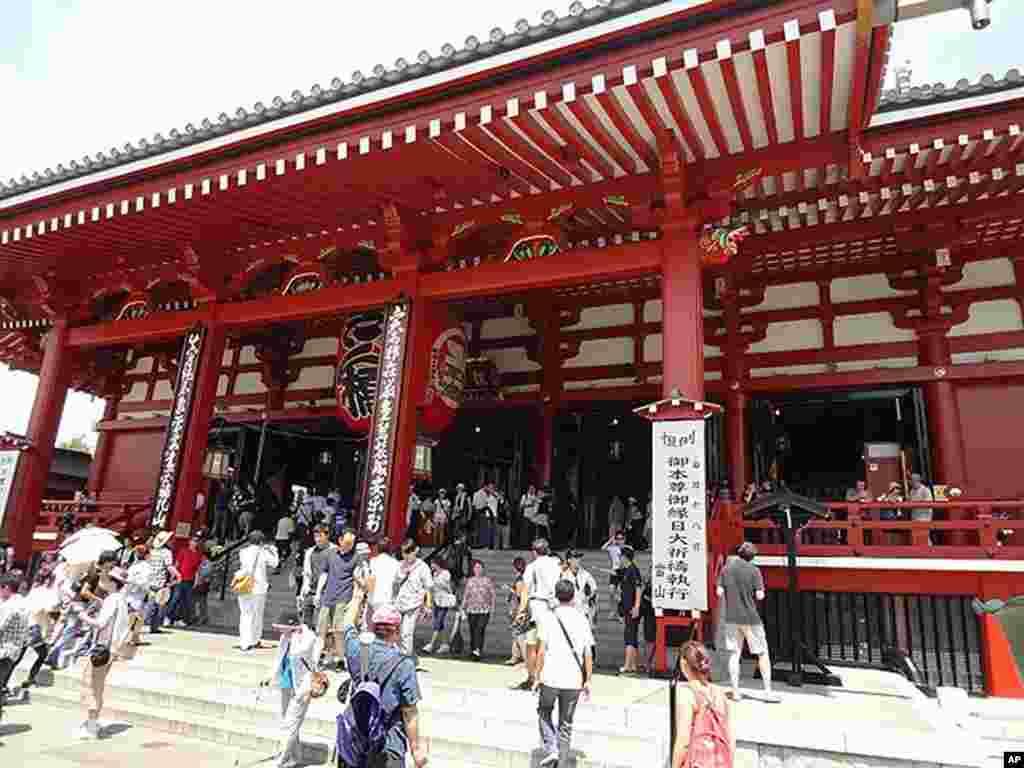 Visitors to Senso-ji, in Asakusa, Tokyo