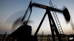 Arabia Saudita ha dicho que no pretende disminuir su producción de petróleo para estabilizar el precio del crudo.