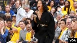 """რიანა Oracle Arena-ზე """"კლივლენდს"""" ქომაგობდა"""