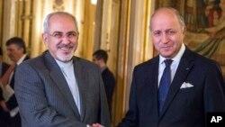 Ngoại trưởng Pháp Laurent Fabius (phải) cùng Ngoại trưởng Iran Jawad Zarif trước cuộc họp tại Quai d'Orsay ở Paris, Pháp, ngày 5 tháng 11, 2013.