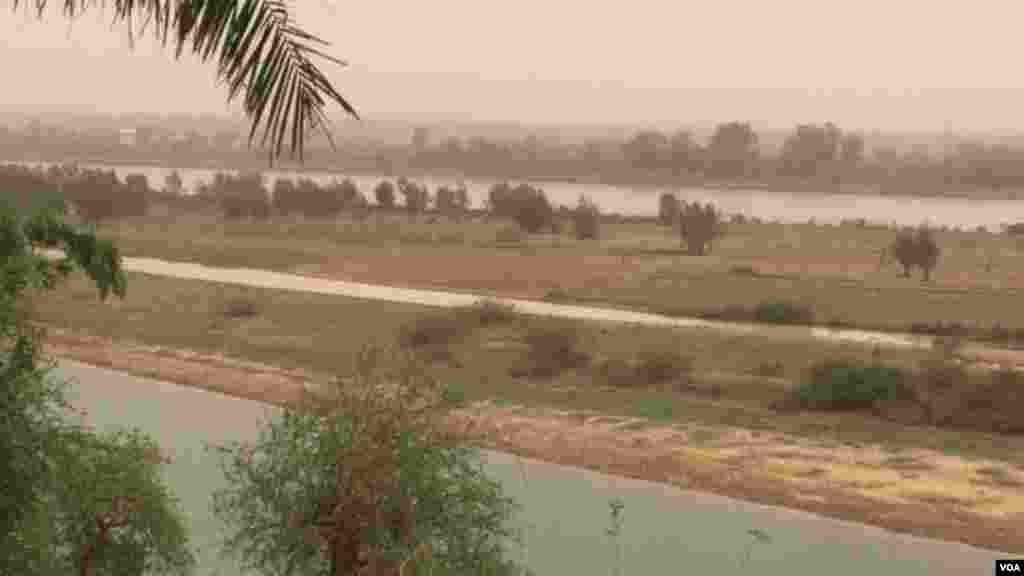 Le fleuve Niger à Niamey, Niger.