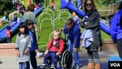 Taman bermain bagi anak berkebutuhan khusus di California. (Foto: VOA screengrab)