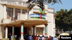 Le 14 février, les électeurs centrafricains retournent aux urnes, comme ils l'ont déjà fait le 30 décembre dernier (Reuters/Coulibaly)