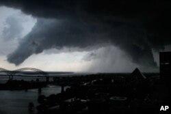 Un puissant tourbillon photographié à Memphis, dans le Tennessee