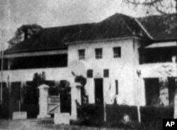 ອາຄານຂອງສະຫະພັນນັກສຶກສາທີ່ມະຫາວິທະຍາໄລ ນະຄອນຢ້າງກຸ້ງ ທີ່ທະຫານໄດ້ຖິ້ມລະເບີດໃສ່ໃນປີ 1962 ຊຶ່ງໄດ້ສັງຫານນັກສຶກສາຫລາຍສິບຄົນນັ້ນ.