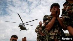 Supervivientes de las áreas más remotas de Nepal reclaman con urgencia tiendas y lonas para guarecerse.