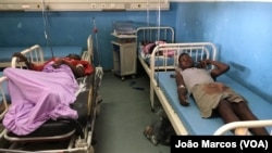 Sobreviventes de um acidente que fez 18 mortos em Benguela no Hospital Geral de Benguela.