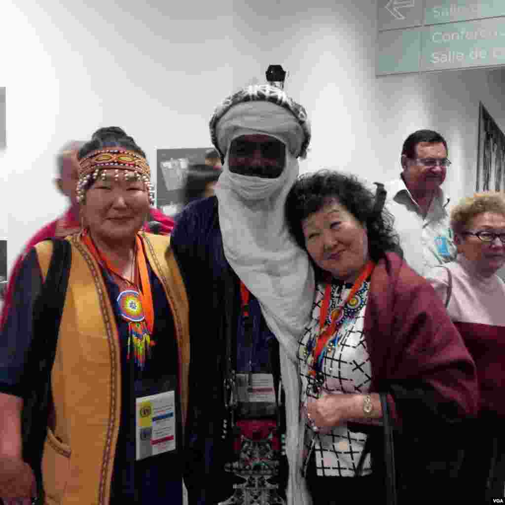 Para peserta Konferensi Suku Asli Dunia di Markas PBB, New York. (VOA/Eva Mazrieva)