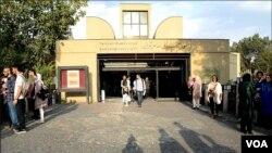موزه هنرهای معاصر ایران بزرگترین گنجینه هنری از هنرمندان سرشناس جهان را در خود جای داده است.