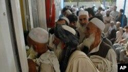 په پاکستان کې د اوسیدانې د قانوني اسنادو د نه لرونکو افغانانو د نوم لیکنې بهیر د زمري د میاشتې په ۲۵ ورځ پیل شوی دی.