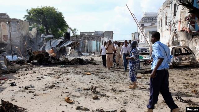 Somali police view the scene of a deadly blast in Mogadishu, April 14, 2013.