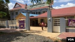 Roka Health Center in Battambang province's Sangke district is a center for distributing medicines used to reduce HIV virus. (Hul Reaksmey/VOA Khmer)
