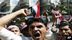 2月3日也门抗议者高呼反政府口号