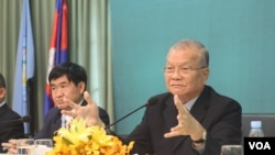 FILE: The head of the NEC, Sik Bun Hok in an open discussion on voter registration in Phnom Penh on August 5, 2016. (Hean Socheata/VOA Khmer)