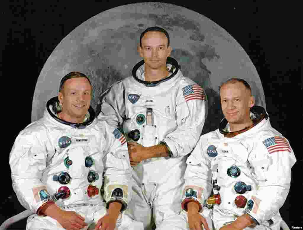 Напарниками Армстронга по миссии «Аполлон» стали Базз Олдрин (справа) и Майкл Коллинз (в центре). Как и Армстронг, оба – ветераны программы «Джемини». За плечами у Олдрина – полет в космос в составе «Джемини-12» и статус первого человека, трижды выходившего в открытый космос. Рекорд был побит им же самим: во время выхода на лунную поверхность он в четвертый раз оказался в безвоздушном пространстве.  За плечами у Майкла Коллинза – полет на «Джемини-10» в 1966 году. Не обошлось и без рекордов: в этом полете он дважды выходил в открытый космос, став первым человеком в истории, совершившим второй выход.