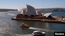 Nhà hát Opera Sydney ở bến cảng Sydney, một công trình kiến trúc thu hút nhiều du khách
