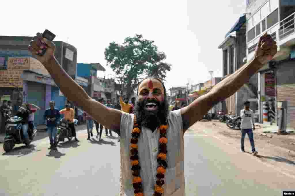 ایودھیا کیس کا فیصلہ آنے پر کئی علاقوں میں ہندوؤں کی جانب سے خوشی کا اظہار کیا گیا