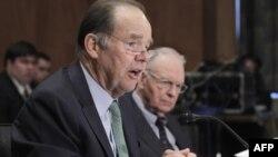 Ông Thomas Kean, trái, Chủ tịch ủy ban lưỡng đảng 9-11 và Phó chủ tịch Lee Hamilton trong buổi điều trần ngày 30/3/2011