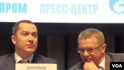 库普里亚诺夫(左)和亚历山大-梅德韦杰夫(右)(美国之音白桦拍摄)