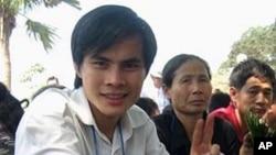 Blogger Paulus Lê Văn Sơn, 26 tuổi, là tác giả của các bài viết phản ánh các vấn đề chính trị-xã hội, đặc biệt là những đề tài liên quan đến tôn giáo và nhân quyền tại Việt Nam, trong đó có loạt bài về các cuộc biểu tình chống Trung Quốc