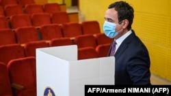Kosovo, Pristina, Albin Kurti leader of the Vetevendosje (Selfdetermination) prepares to cast his vote