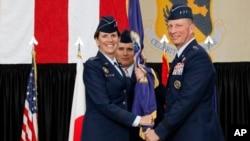 Robinson entró a la Fuerza Aérea en 1982 y se convirtió en directora de combate aéreo.