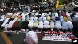 امن معاہدے کی خوشی میں جمعرات کو منڈانو کے مختلف علاقوں میں ہزاروں مسلمانوں نے جلوس نکالے۔
