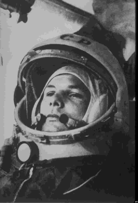 Юрий Гагарин перед взлетом
