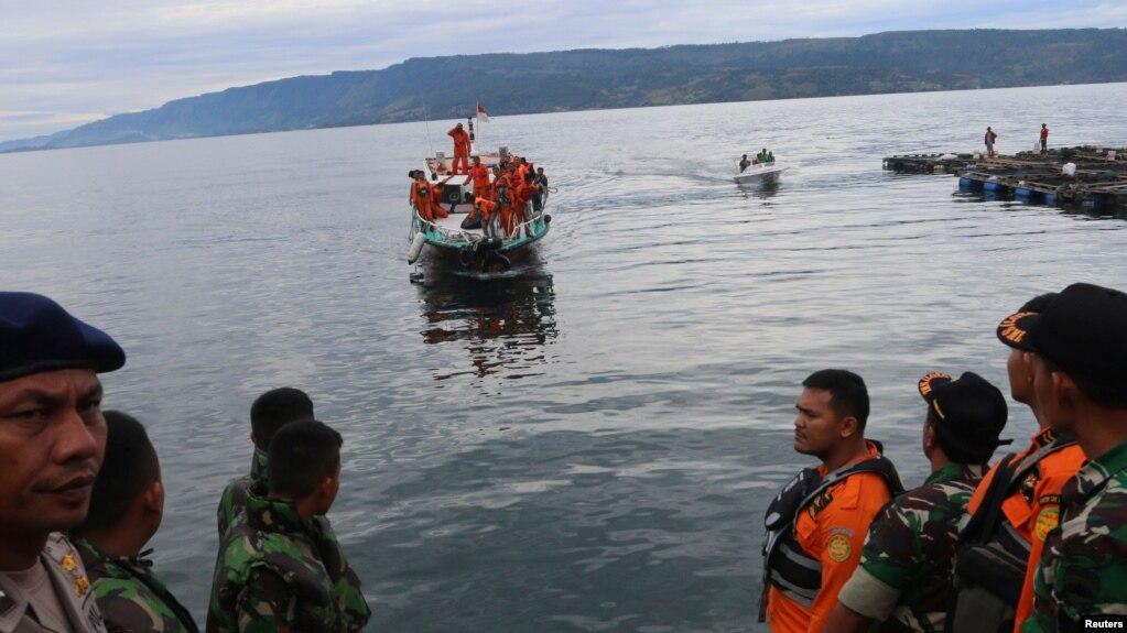 Indonesi, fundosja e tragetit, 190 të zhdukur