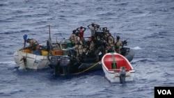 해적에 납치되었다가 29일 나이지리아 인근 해상에서 목격된 그리스 선적 유조선.
