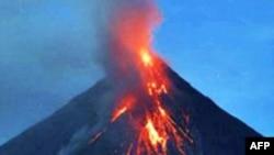Philippines: Nham thạch dâng cao bên trong núi lửa Mayon