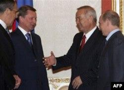 Rumsfeld o'z kitobida Islom Karimovni uddaburo, sovetcha ish yuritadigan ammo gapning po'skallasini aytadigan rahbar deya eslaydi