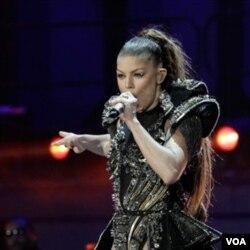 Fergie dari kelompok Black Eyed Peas memukau penonton konser Piala Dunia di Soweto.