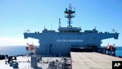 Kapal perang Angkatan Laut Iran dalam latihan militer angkatan laut di Teluk Oman di Iran, 13 Januari 2021.(Tentara AD Iran via AP)