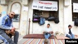 Sit-in de protestation de personnes diplômées sans emploi près du ministère de la Formation Professionnelle et de l'Emploi à Kasserine en Tunisie, le 1er avril 2016. (Photo REUTERS/Zoubeir Souissi)