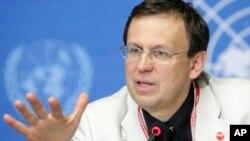 마리오 라빌리오네 WHO 결핵퇴치국장이 지난 2008년 6월 스위스 제네바 유엔본부에서 열린 기자회견에서 전세계 결핵 퇴치 노력에 관해 설명하고 있다. (자료사진)