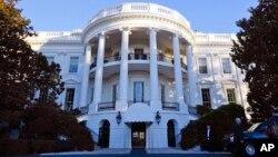 Sau lễ diễu hành nhậm, tân tổng thống chính thức chuyển vào Tòa Bạch Ốc.