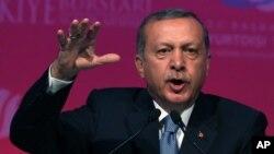 Presiden Turki Recep Tayyip Erdogan memberikan pidato di Ankara, hari Kamis (11/6).