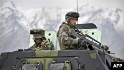 Binh sĩ Pháp tuần tra tại thung lũng Kapica, Afghanistan