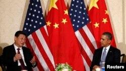 美國總統奧巴馬(左)在北京將與習近平(右)會面。
