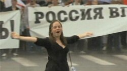 Tens of Thousands Protest in Moscow