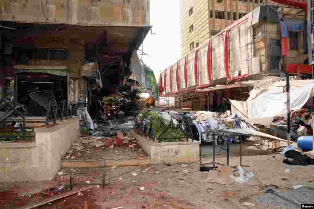 دھماکے کے بعد عمارتوں کا ملبہ دکھائی دے رہاہے