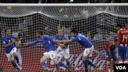 Italia buscó la meta rival en todo momento, aunque Paraguay fue más efectivo y sin llegar tanto pegó primero.